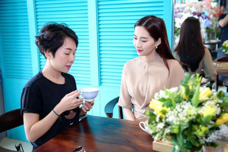 Hoa hau Thu Thao khoe nhan cuoi sau thong tin lay chong dai gia - Anh 4