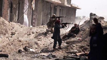 Syria: Nghi an My 'giai thoat' 20 dau so IS o Deir ez-Zor cho muc dich ngam - Anh 1