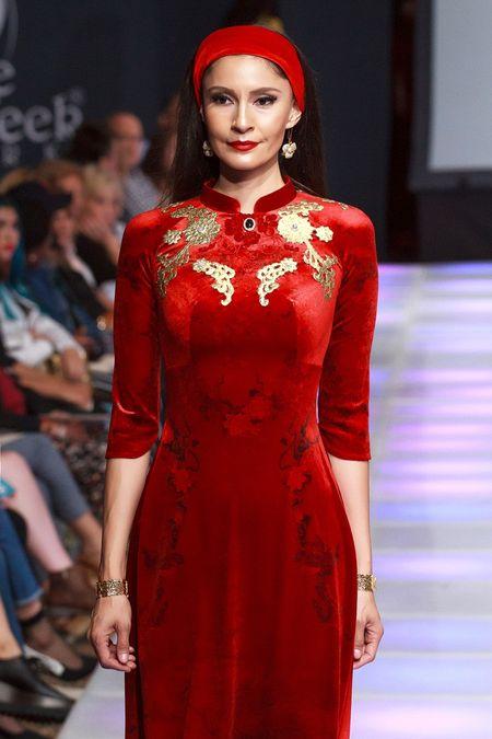 Khai mac New York Couture Fashion Week, NTK Viet tao tieng vang lon - Anh 2