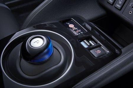 Xe dien Nissan Leaf 2018 doi thu Tesla Model 3 duoc trang bi nhung gi? - Anh 10