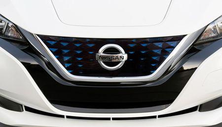 Xe dien Nissan Leaf 2018 doi thu Tesla Model 3 duoc trang bi nhung gi? - Anh 11