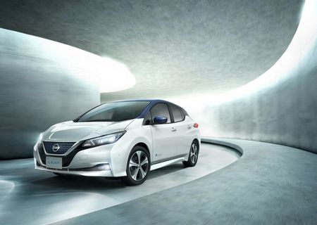 Xe dien Nissan Leaf 2018 doi thu Tesla Model 3 duoc trang bi nhung gi? - Anh 2