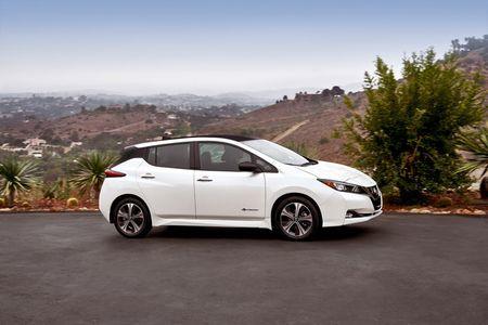 Xe dien Nissan Leaf 2018 doi thu Tesla Model 3 duoc trang bi nhung gi? - Anh 4