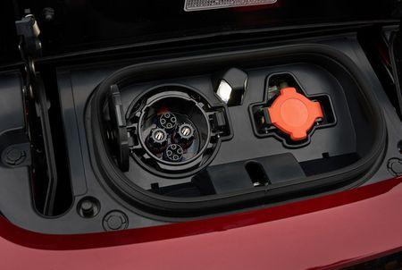 Xe dien Nissan Leaf 2018 doi thu Tesla Model 3 duoc trang bi nhung gi? - Anh 6