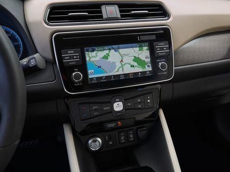 Xe dien Nissan Leaf 2018 doi thu Tesla Model 3 duoc trang bi nhung gi? - Anh 8