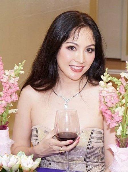 Bat ngo nhan sac cua Hoa hau Viet Nam dang quang 2 lan - Anh 4