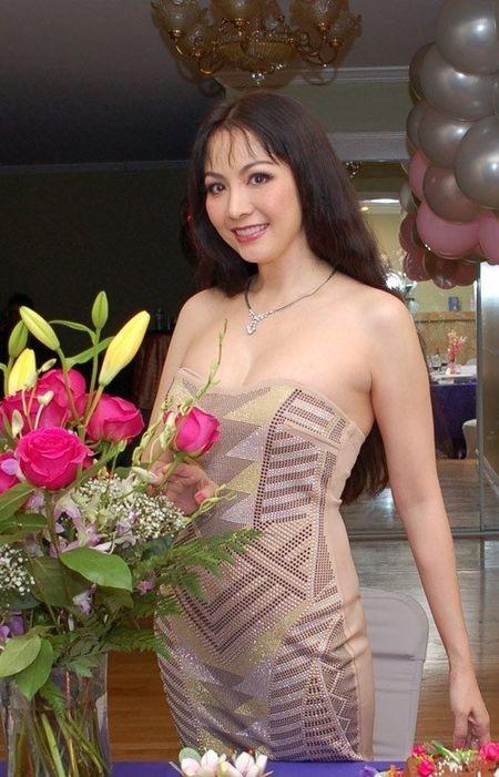 Bat ngo nhan sac cua Hoa hau Viet Nam dang quang 2 lan - Anh 5