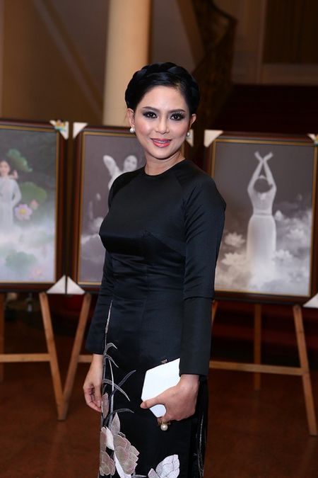 Khong ho danh me chong dep nhat Vbiz, DV Thuy Tien mac do cu van hut hon ben Selena Gomez - Anh 7