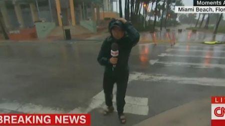 Truyen thong My bi chi trich vi 'qua nhiet tinh' khi dua tin bao Irma - Anh 1