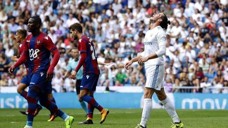 Tieu diem V3 La Liga: 'May ghi ban' Messi, Real nho Ronaldo phat dien - Anh 1