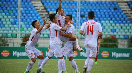 Van Nam lap cu dup, Viet Anh ghi ban. U.18 Viet Nam dan truoc 3-0 - Anh 1