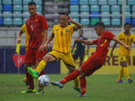 Van Nam lap cu dup, Viet Anh ghi ban. U.18 Viet Nam dan truoc 3-0 - Anh 2