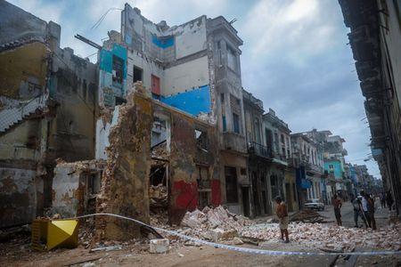 Cuba oan minh chiu dung suc tan pha cua bao Irma - Anh 13