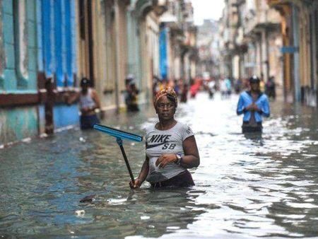 Cuba oan minh chiu dung suc tan pha cua bao Irma - Anh 14