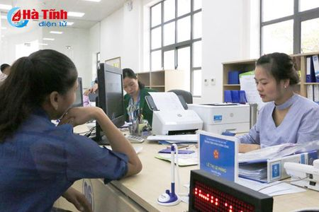 Tiep nhan 321 thu tuc ve y te tai Trung tam Hanh chinh cong Ha Tinh - Anh 1