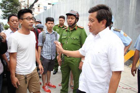 Bi doa giet, Pho Chu tich Doan Ngoc Hai van quyet dep loan via he den cung - Anh 2