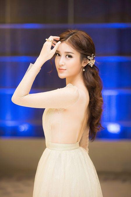 Sau Hoa hau Thu Thao, A hau Huyen My xung danh 'than tien ty ty' - Anh 1