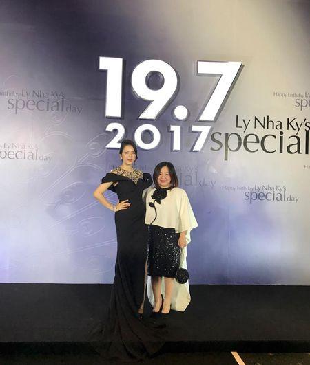Trang Le - 'nguoi phu nu quyen luc' dang sau Next Top van chi ua chuong mot chiec ao - Anh 11