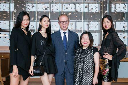 Trang Le - 'nguoi phu nu quyen luc' dang sau Next Top van chi ua chuong mot chiec ao - Anh 8