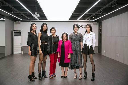 Trang Le - 'nguoi phu nu quyen luc' dang sau Next Top van chi ua chuong mot chiec ao - Anh 9