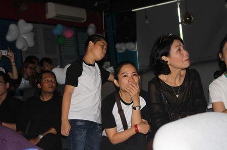 Mot nam troi qua, bo Minh Thuan van rung rung nuoc mat khi nho ve con trai - Anh 5