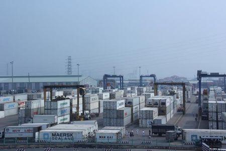 Can bo hai quan TP HCM bi bat vi hon 200 container 'bien mat' - Anh 1
