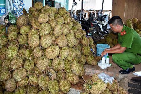 Kon Tum: Su dung hoa chat khong ro nguon goc lam chin sau rieng - Anh 2