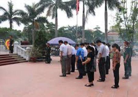 UBND xa Song Lo - Viet Tri - Phu Tho: Neu cao dao ly 'Uong nuoc nho nguon' - Anh 1