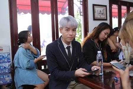 Tu khi thanh 'trai dep', Duc Phuc luon co luc luong fan hung hau the nay day! - Anh 1
