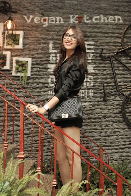Ho Quynh Huong it xuat hien hoa ra la de len chuc ba chu nha hang - Anh 1