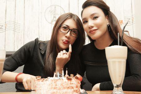 Ho Quynh Huong it xuat hien hoa ra la de len chuc ba chu nha hang - Anh 5