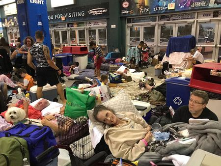 Nguoi Viet o Florida chay bao Irma - Anh 1