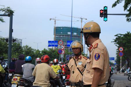 Chay xe vao duong cong khong bat xi nhan: Truong Phong CSGT TP.HCM noi gi? - Anh 1