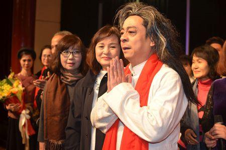 'Ong trum Phan Quan' tung dien tren san khau kich voi chi 8 nguoi xem - Anh 1