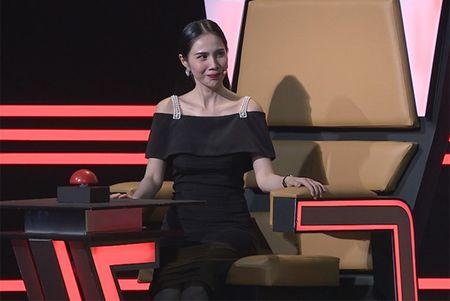 Thuy Tien phan ung khi ca si Thien Vuong 'da xeo' Cong Vinh - Anh 1