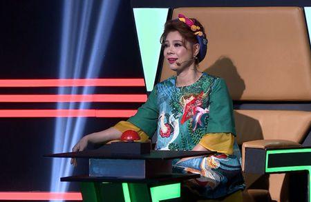 Thuy Tien phan ung khi ca si Thien Vuong 'da xeo' Cong Vinh - Anh 2