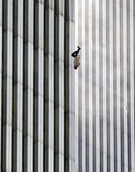 Tham kich 11/9: Uan khuc sau nhung buc anh gay tranh cai - Anh 2