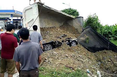 Nam Dinh: Chan tai nan tu xe container, xe tai lon - Anh 1