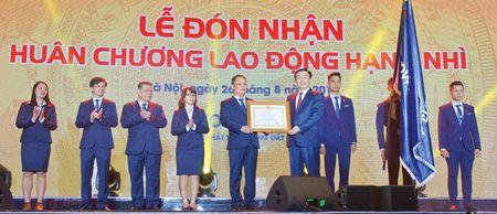 Eurowindow nhan Huan chuong Lao dong hang Nhi - Anh 1
