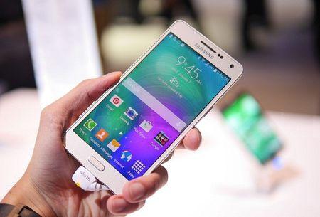 Nhan 200.000 USD tu Samsung neu tim ra loi smartphone cua hang - Anh 1