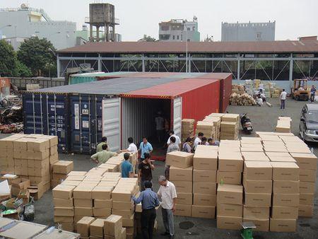 Bat giam can bo hai quan lien quan den vu mat 213 container tai cang Cat Lai - Anh 1