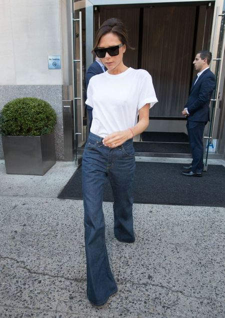 Street style ao phong trang cua Victoria Beckham suot Tuan le thoi trang New York 2017 - Anh 5