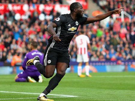 Romelu Lukaku phai toa sang o Champions League - Anh 2