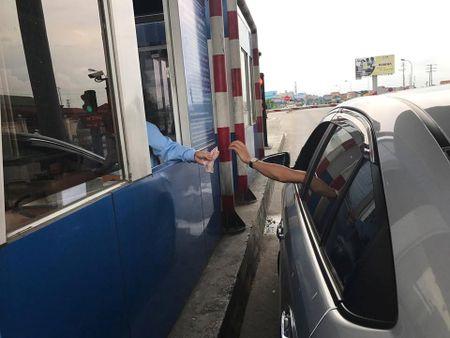 Vi sao cong an Hung Yen trieu tap cac lai xe tra tien le tren QL5? - Anh 1