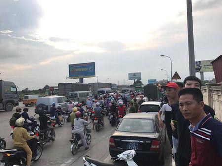 Vi sao cong an Hung Yen trieu tap cac lai xe tra tien le tren QL5? - Anh 2