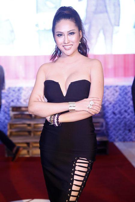 Phi Thanh Van ho bao pho dien tron vong 1 cung vong 3 'hon met' sau gan 3 thang phau thuat tham my - Anh 1