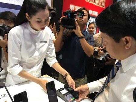 Samsung Pay: Thanh toan khong can vi hay the ngan hang - Anh 3