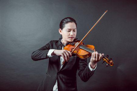 Vo chong nghe si violin Anh Tu lam liveshow ve tinh khuc phim Han - Anh 1
