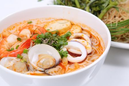 Cach nau bun thai chua cay dung dieu - Anh 1