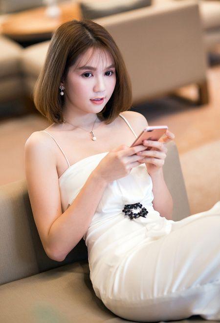 Ngoc Trinh vai tran goi cam di uong ca phe - Anh 4
